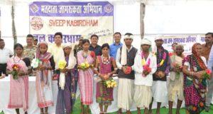 पारंपरिक लोकगीत-सुआ और बैगा नृत्य के माध्यम से मतदाता जागरूता का दिया संदेश