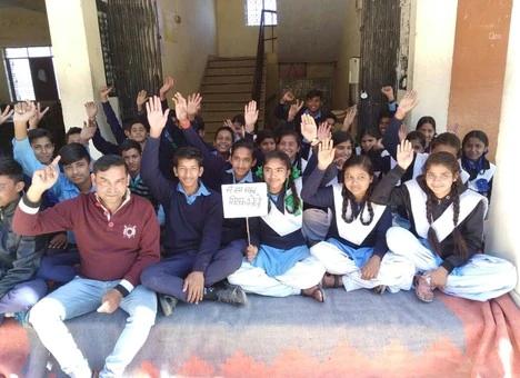 शिक्षकों की तैनाती को छात्रों ने दिया धरना