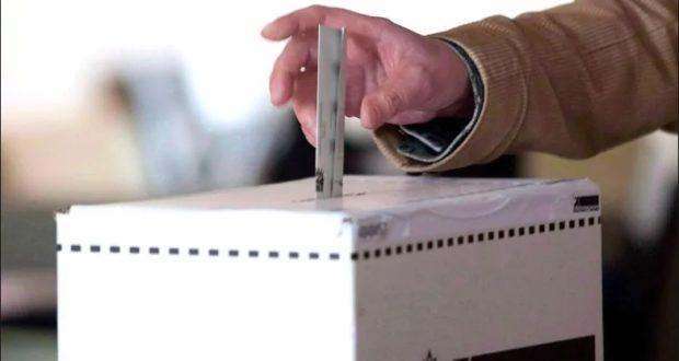 वोट डालकर लोकतांत्रिक प्रक्रिया का हिस्सा बने 'युवा'