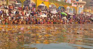 कार्तिक पूर्णिमा में करें गंगा स्नान, मिलती है पापों से मुक्ति
